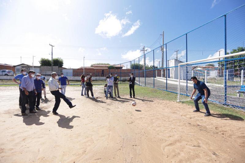 Dr. Pessoa inaugura obras de esporte e lazer na zona Norte de Teresina