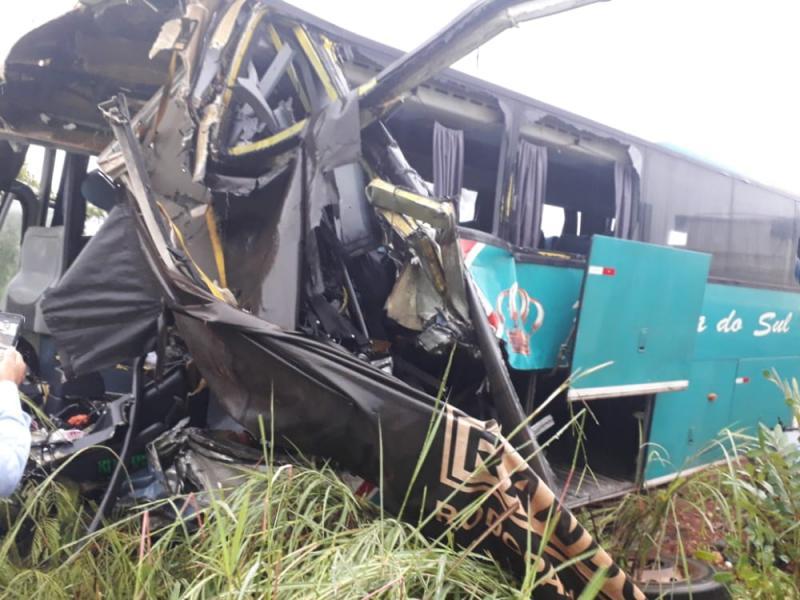 Identificadas vítimas de colisão entre ônibus da Princesa do Sul e carreta no Sul do Piauí
