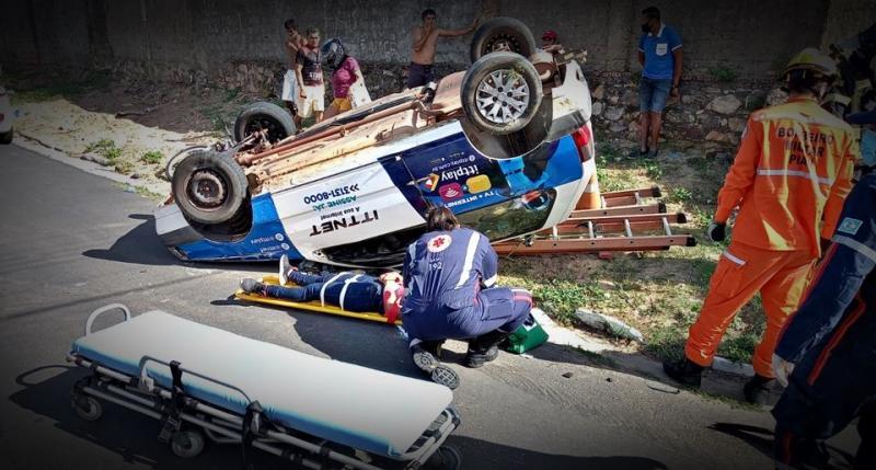 Colisão lateral entre dois veículos deixa uma pessoa ferida em Parnaíba