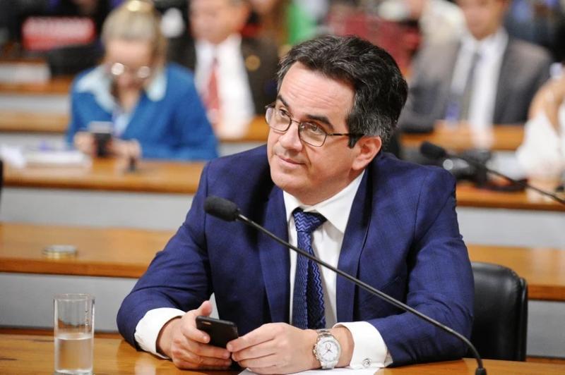 Ciro Nogueira tomou cerveja com dinheiro público e pediu ao Senado para ressarcir o valor
