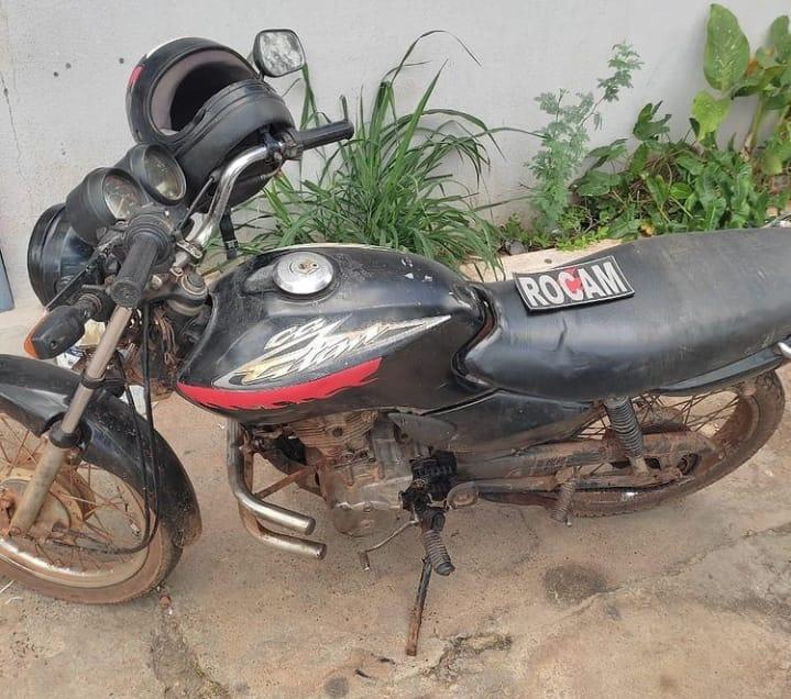 Motocicleta sem placa e com chassi raspado é encontrada em Picos