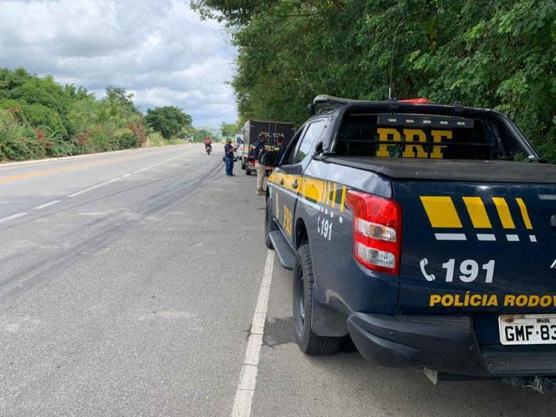 Motociclista sem capacete morre após colidir com caminhão e picape na BR-343, no Piauí