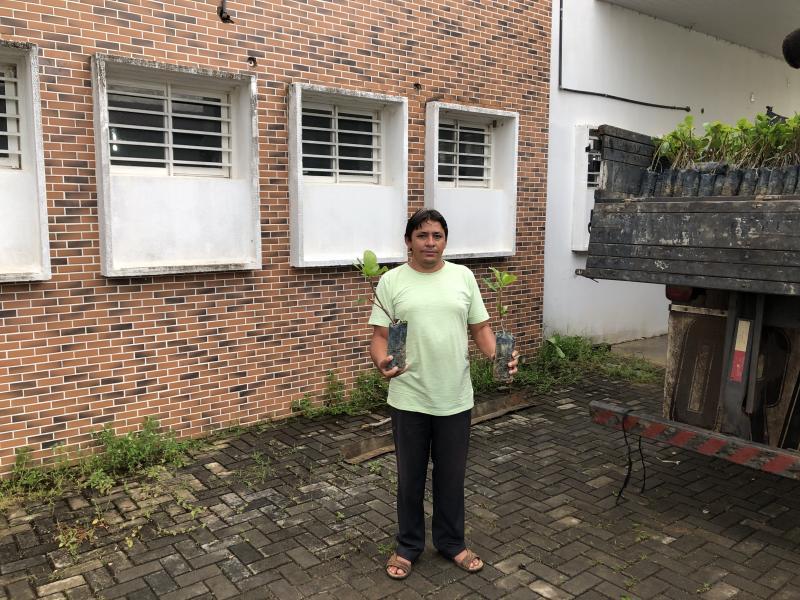 Vereador Hélio Adão recebe mil mudas de Cajú para beneficiar famílias rurais.