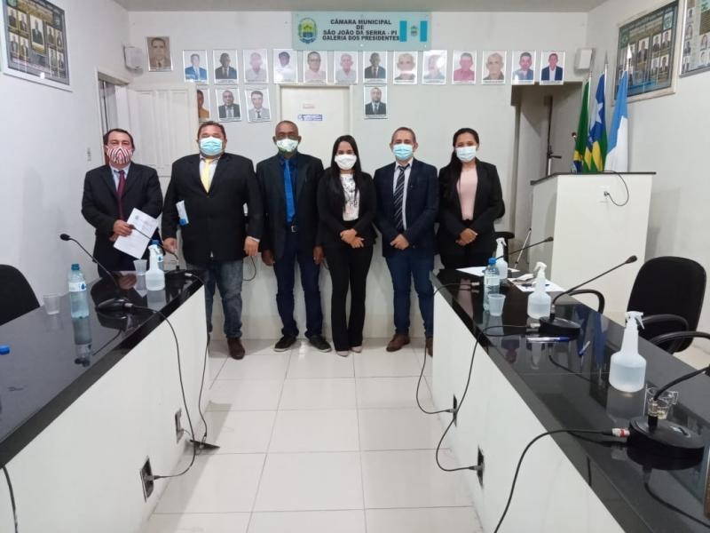 Sessão na Câmara Municipal foi presidida pela vereadora Maria Tomaz
