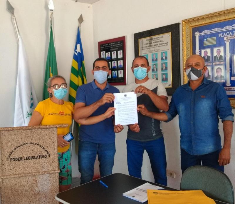 Vereadores de Cristalândia protocolam PL propondo redução de carga horária da enfermagem.
