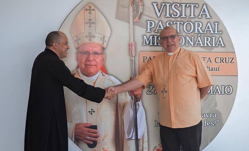 Paróquia Santa Cruz recebe o Arcebispo Dom Jacinto Brito e realiza Visita Missionária.