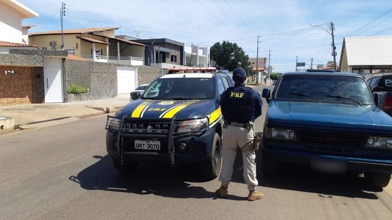 PRF recupera na BR 316 em Picos veículo furtado em Caxias/MA