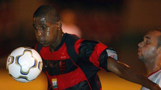 Ex-Flamengo e Santos, atacante Diogo morre em acidente de moto