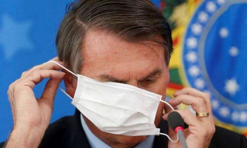Bolsonaro manda desobrigar uso de máscara a vacinados e quem já teve covid