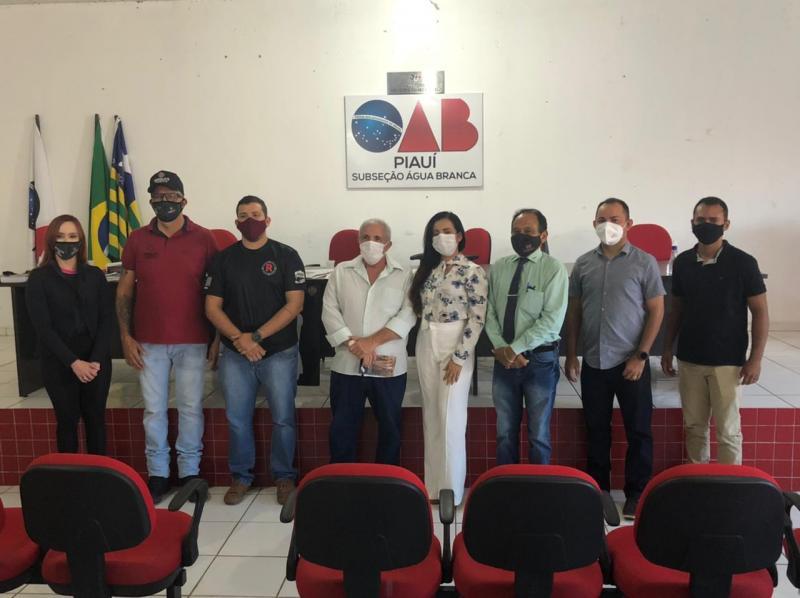Equipe Ronalds de Tiro realiza palestra sobre porte de armas para advogados