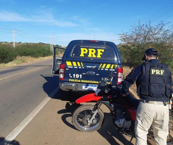 PRF prende mulher por receptação e uso de documento falso em Picos
