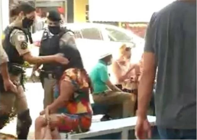Vídeo mostra policial militar dando tapas no rosto de mulher
