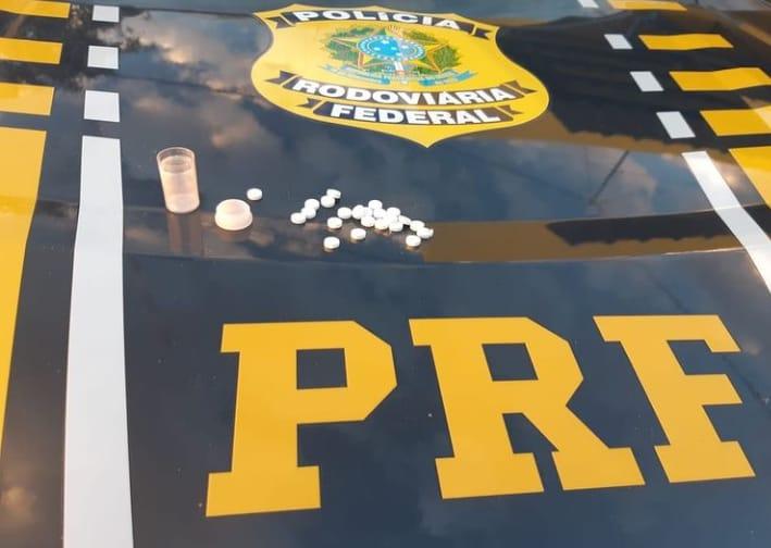 PRF autua caminhoneiro por estar portando anfetaminas em Picos
