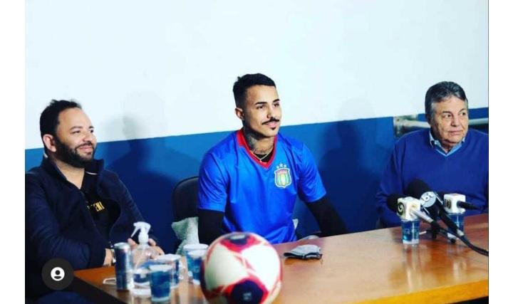 MC Livinho é apresentado oficialmente como jogador do São Caetano