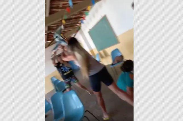 Mulheres 'saem na porrada' na fila de vacinação da Covid por causa de short; vídeo!