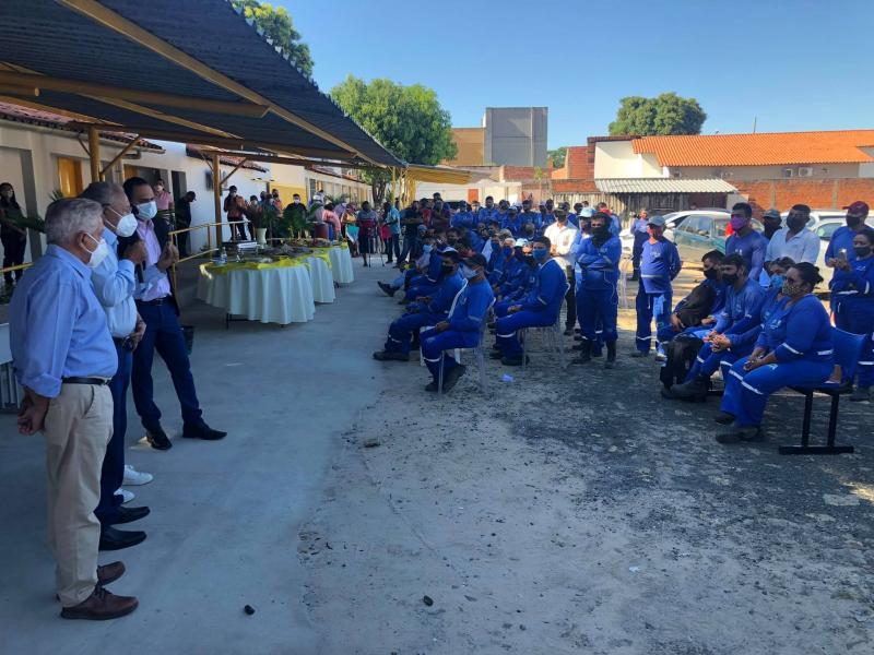 Dr. Pessoa participa de café da manhã com trabalhadores da limpeza pública em Teresina