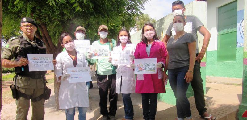 Equipe da saúde e Polícia Militar visitam comércios, bancos e escolas em São João do Arraial
