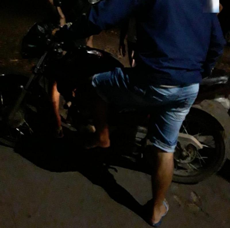 Motoboy fica ferido após colisão com carro