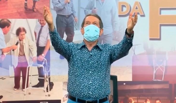 "Pastor R.R. Soares afirma que ""água consagrada"" por ele cura Covid-19"