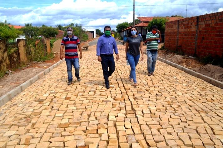 Prefeitura continua o trabalho de pavimentação de ruas no Bairro Cidade Nova