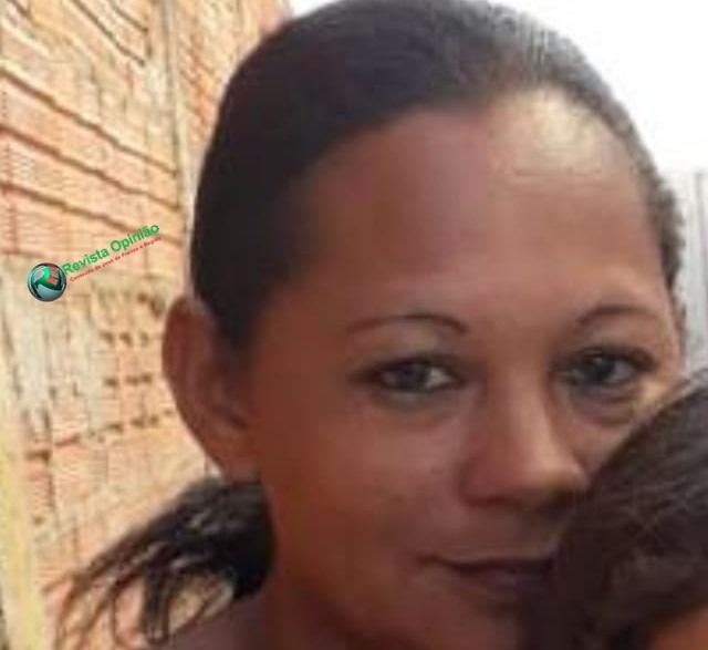 Bandido rouba dona de casa e deixa criança ferida.