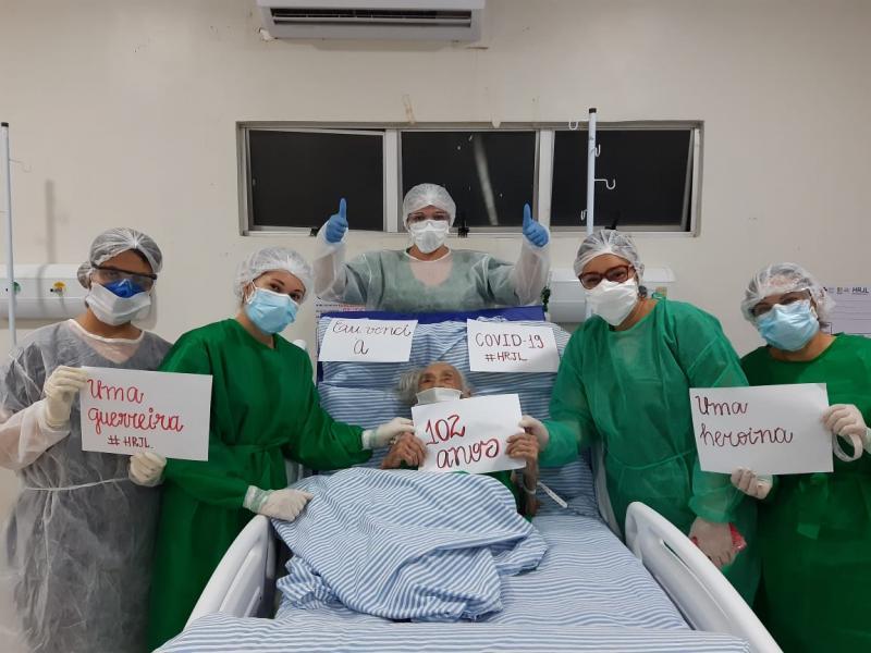 Idosa de 101 anos recebe alta médica após vencer a Covid-19 no Sul do Piauí