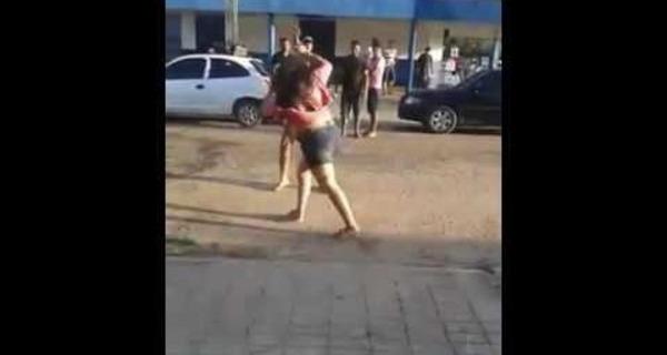Vídeo: Mulher sofre violência doméstica, chama a polícia e apanha dos policiais