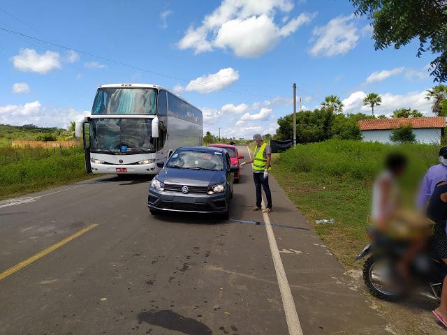 Ônibus Interestadual é interceptado por barreira sanitária no município de Caxingó