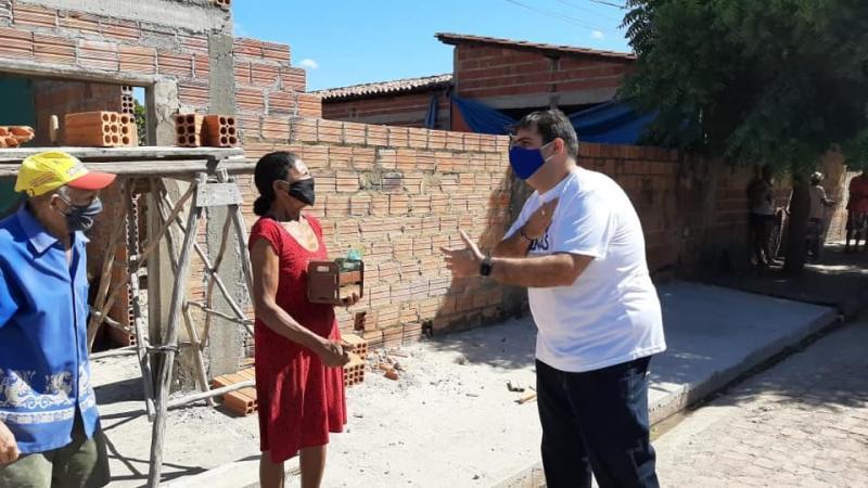 """Idosos recebem """"Blitz São João em Casa"""" da SEMAS de Cocal de Telha"""
