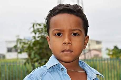 Criança de 7 anos morre após ser atingida por bala perdida