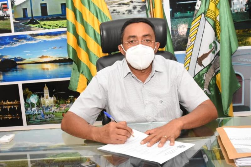 Joel assina ordem de serviço para conclusão de Policlínica de Floriano