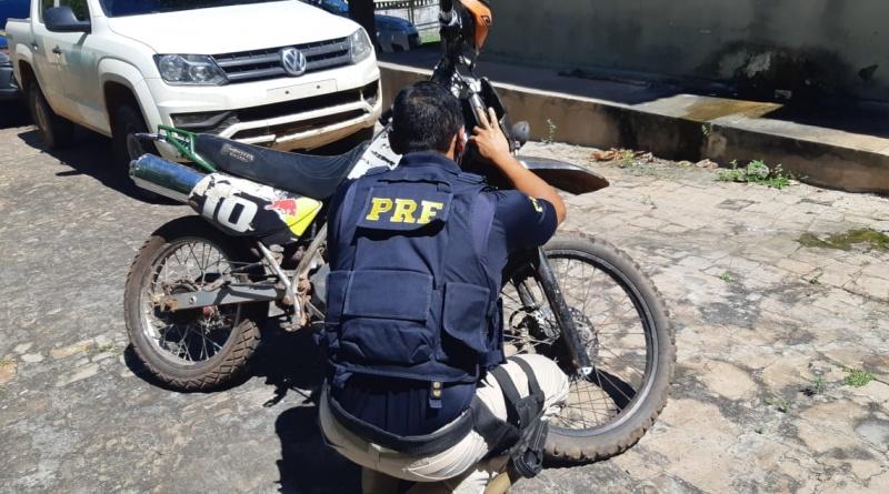 PRF recupera motocicleta roubada há 15 anos e prende homem por receptação na BR 343 no Piauí