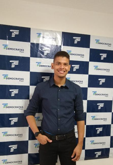Aos 25 anos Lailton Matias assume sua pré candidatura a vereador de Teresina pelo DEM.