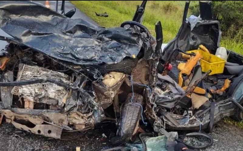 Motorista bêbado atinge carro e mata 4 adultos e criança