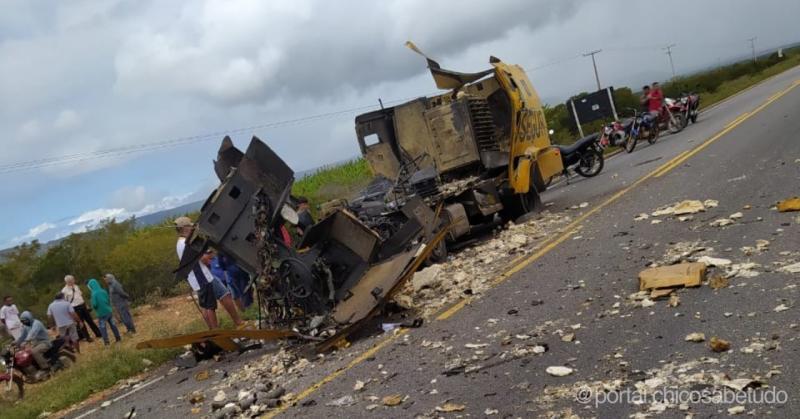 Vídeo: carro-forte explode e parte ao meio em assalto no Nordeste