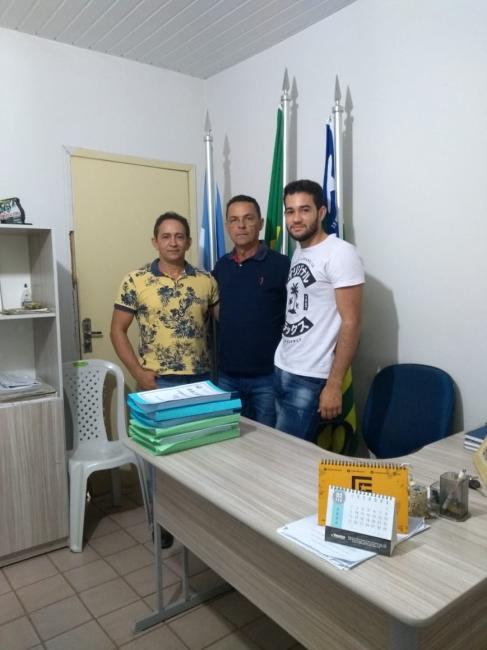 Marcelo Milanes entrega programação esportiva ao prefeito Ananias André