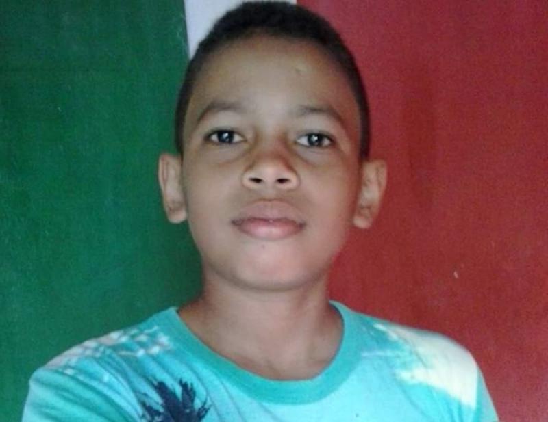Adolescente morre após tocar em grade de praça energizada no Piauí
