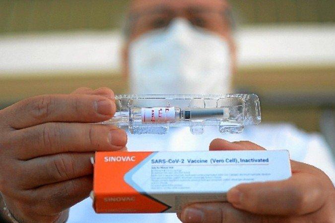 Covid-19: Vacina chinesa CoronaVac é segura, aponta estudo com 50 mil pessoas
