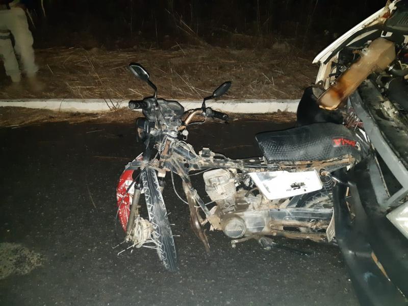 Grave acidente entre motocicleta e micro-ônibus deixa uma pessoa morta no Piauí
