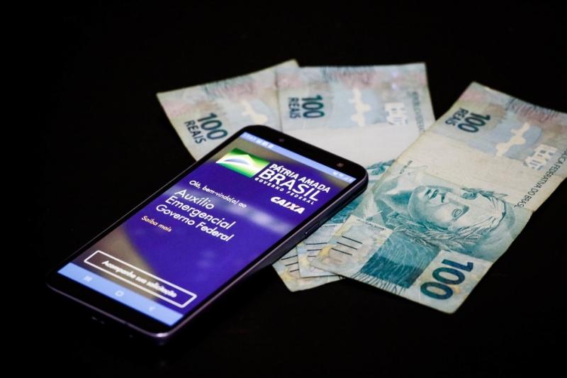 Auxílio emergencial: Caixa começa pagamento do benefício de R$ 300; veja datas