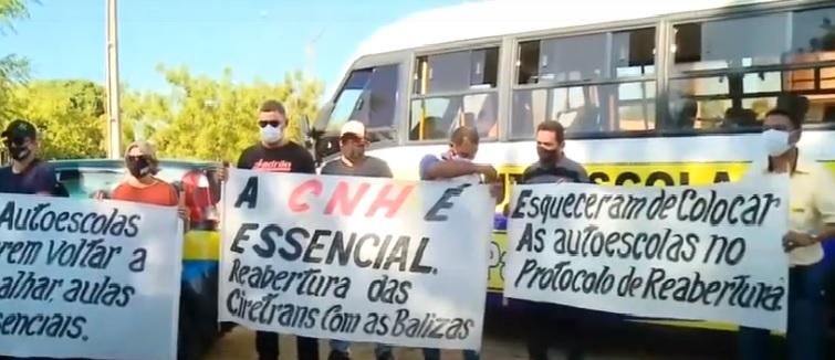 Alunos e donos de Autoescolas pedem o retorno das aulas práticas e teóricas no Piauí