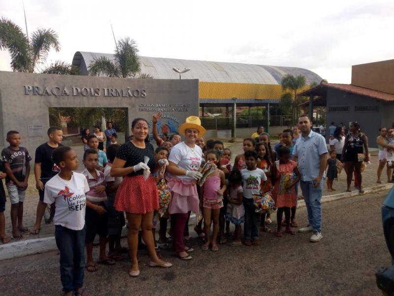 CRAS de Cristalândia distribui brinquedos e lanche no dia das crianças.