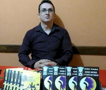 Professor e Escritor João Viana de Regeneração (PI) lança dois livros durante a Pandemia.