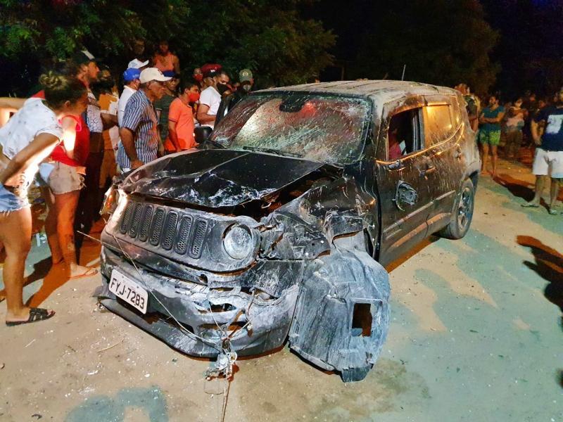 Homens são perseguidos, capotam carro e são mortos com tiros de escopeta no Piauí