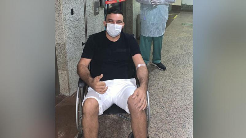 Junior Vianna recebe alta médica após internação por Covid-19