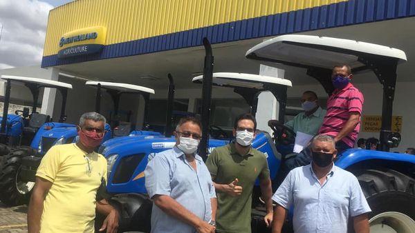 Prefeito eleito Raimundo José recebe trator agrícola para produtores da agricultura familiar