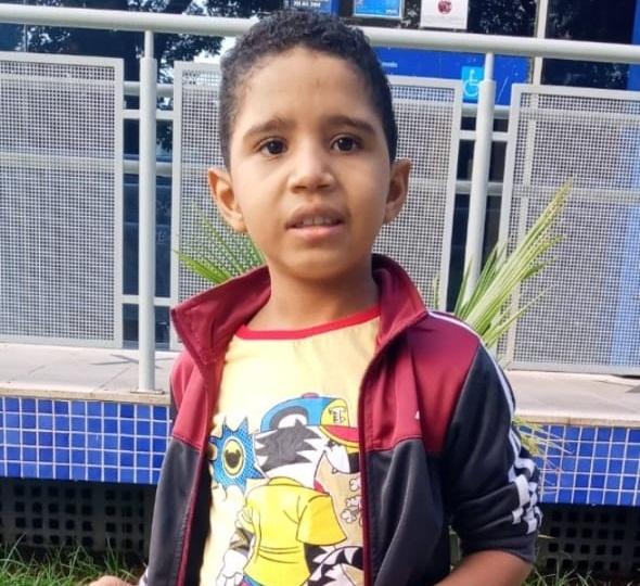 Família piauiense cria vaquinha online para realizar cirurgia de criança de 7 anos.