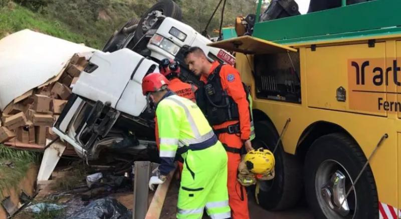 Socorrista morre esmagado por carreta ao tentar socorrer vítimas na BR-381
