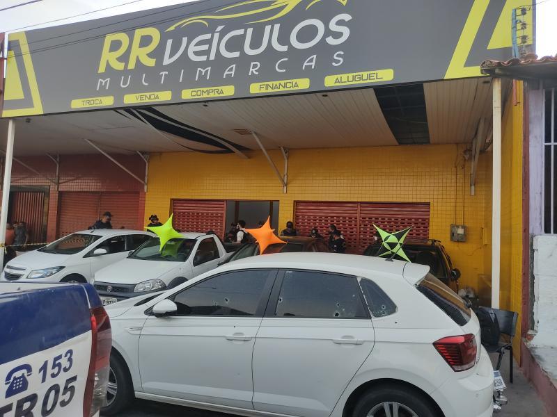 Corretor de veículos é morto a tiros em loja na Av. Barão de Gurguéia em Teresina