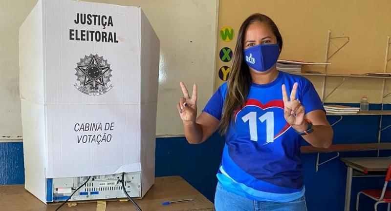 Com o voto e a força popular Karyne é conduzida a prefeitura de Cocal de Telha